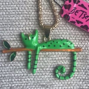 NWT Betsey Johnson Green cat pendant necklace